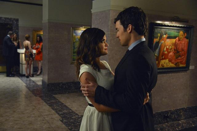 "Pretty Little Liars Spoiler: Is ezrA Really Evil — Is Aria Still His ""Soulmate""?"