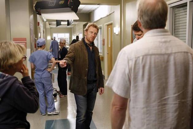 """Grey's Anatomy Season 10 Spoiler: """"Key Character"""" Returning for Huge Cliffhanger"""