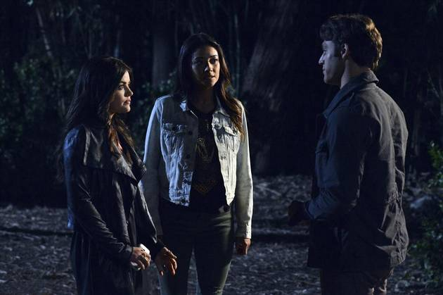 "Pretty Little Liars Live Recap: Season 4, Episode 9 — ""Into the Deep"""