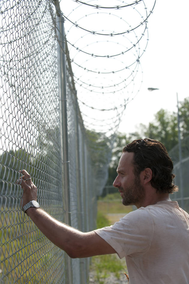 Walking Dead Season 3: Crazy Rick Blows Off Baby Daughter in Deleted Scene (VIDEO)