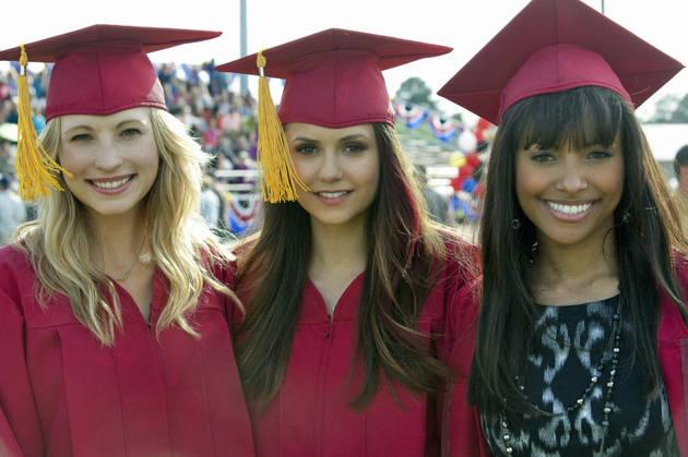 Vampire Diaries Season 5: Elena and Caroline's Dorm Room Situation