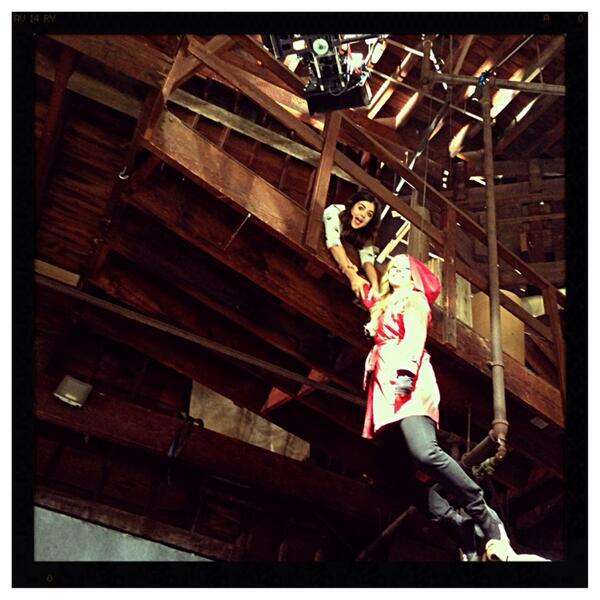 Pretty Little Liars Season 4 Summer Finale: Aria and CeCe Behind-the-Scenes!