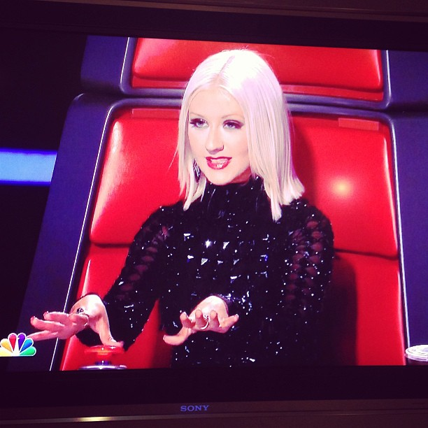 Christina Aguilera Debuts Sexy, Sleek New Look on The Voice Season 5 (PHOTO)