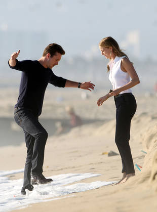 Revenge Season 3: Emily VanCamp and Barry Sloane Have a Serious Beachside Conversation (PHOTOS)