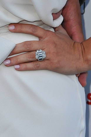 Kim Kardashian Engagement Ring: Is Kris Humphries Auctioning It? Report