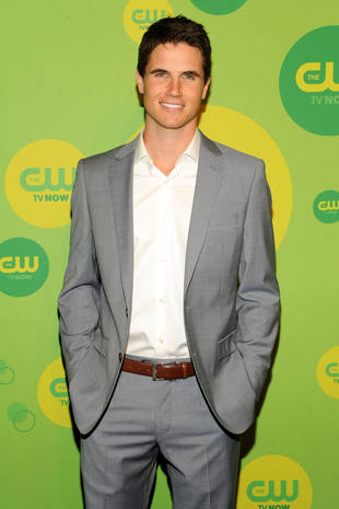 """The Tomorrow People Season 1: Star Robbie Amell Teases a """"Love Square"""" — Exclusive"""