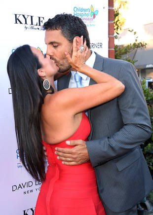 "Kyle Richards, Husband Mauricio React to ""Devastating"" Cheating Rumors"