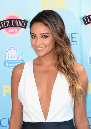 Pretty Little Liars Star Shay Mitchell Throws Punches With Boxing Exercise Routine! (PHOTO)