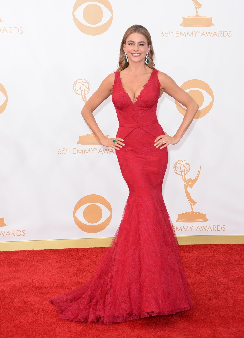 Sofia Vergara at 2013 Emmys: Modern Family Star Rocks Red Cleavage-Baring Dress — Hot or Not (PHOTO)