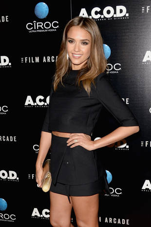 Jessica Alba Chops Off Her Hair, Reveals Shorter 'Do and Midriff on Red Carpet (PHOTO)