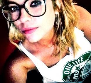 Pretty Little Liars' Ashley Benson Goes Makeup-Free in Revealing Bikini Selfie (PHOTO)