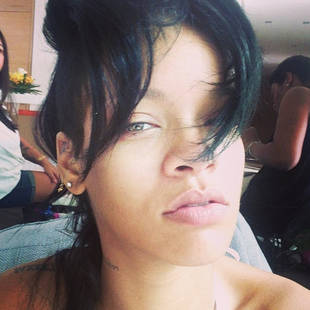 """Rihanna Goes Makeup-Free and Asks """"What Now?"""" (PHOTO)"""