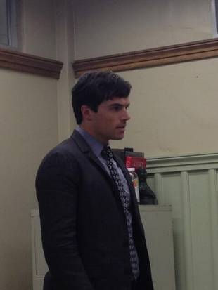 Pretty Little Liars Spoilers: What Is Ezra Doing in Season 4, Episode 20? (PHOTOS)