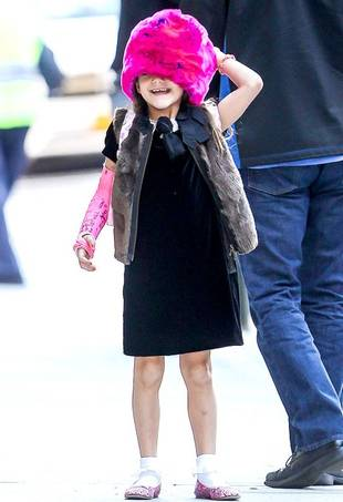 Suri Cruise's Enormous Pink Furry Hat Complements Her Arm Cast (PHOTO)