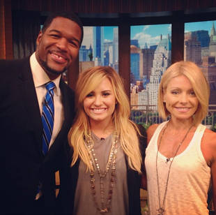 Kelly Ripa's New Haircut: Do You Like Her Asymmetrical Bob? (PHOTO)
