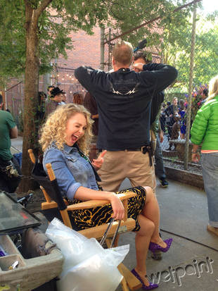 The Carrie Diaries Season 2 Spoilers: AnnaSophia Robb Is All Smiles on Set! — Exclusive Photo
