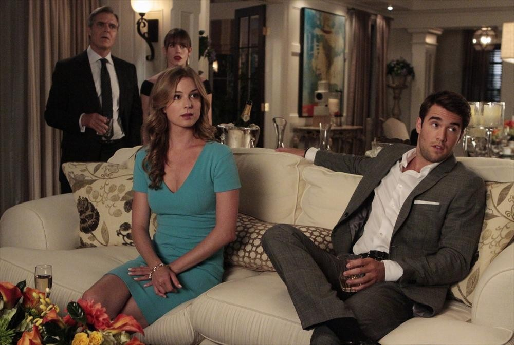 "Revenge Season 3 Spoilers: Victoria Grayson Digs Up ""Someone From Emily Thorne's Past"" (VIDEO)"