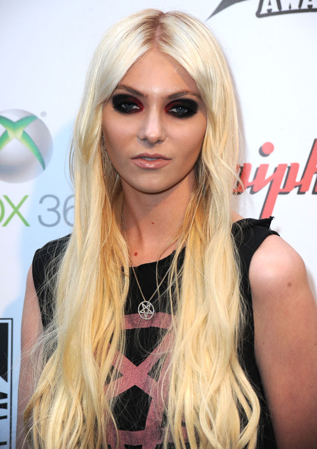 "Gossip Girl's Taylor Momsen Poses Topless, Because ""Art"" (PHOTO)"