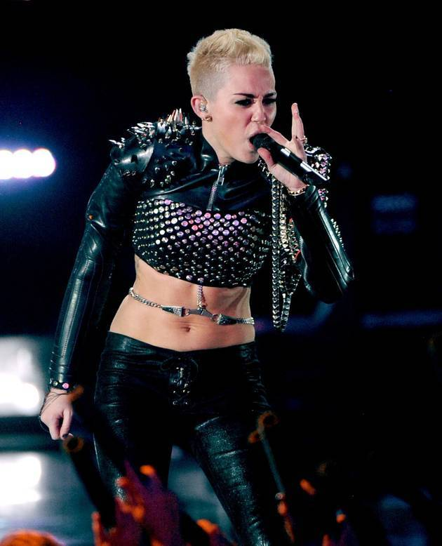 Miley Cyrus Breaks Down in Tears Onstage at iHeartRadio Festival