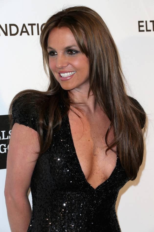 Britney Spears Flaunts Amazing Bikini Body on Music Video Set (PHOTO)