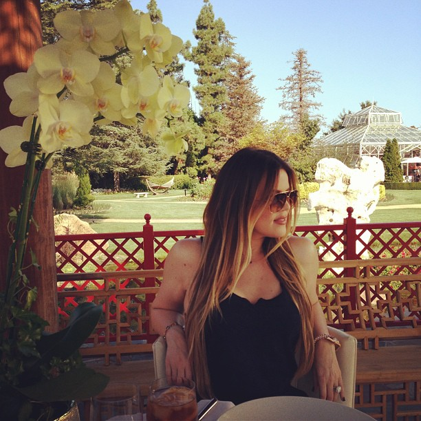 "Khloe Kardashian Tweets Sad Message: ""She Smiles to Mask the Pain in Her Heart"""