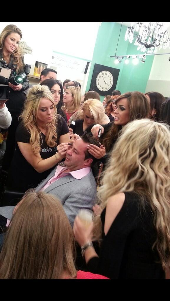 Joe Giudice Has Women Flocking to Him as He Gets a Makeover (PHOTO)