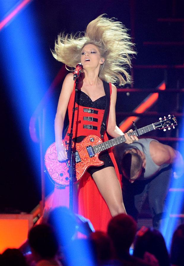 "Joe Jonas Slams Taylor Swift: She Was Dumped By ""Me and a Few Others"""