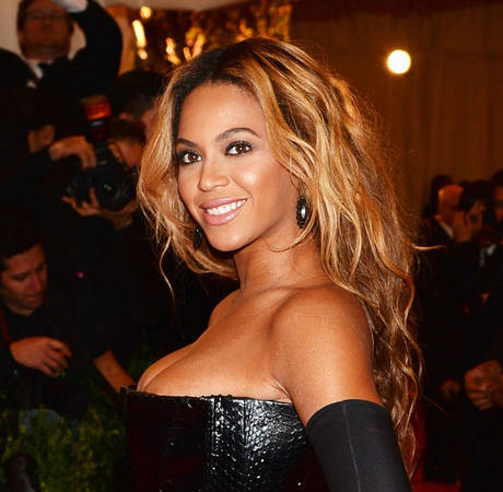 Beyonce Yanked Off Stage in Scary Attack by Fan in Brazil (VIDEO)