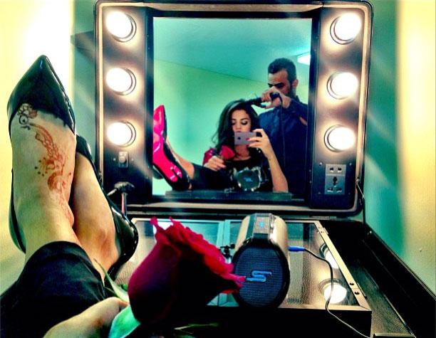 Selena Gomez Flaunts Huge New Henna Tattoo on Her Foot (PHOTO)