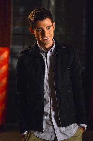 Pretty Little Liars Crazy Fan Theory: Wren Was the Beach Hottie