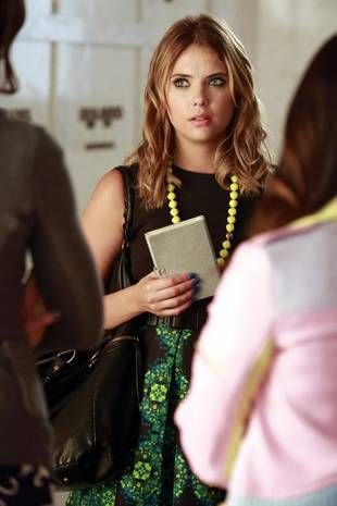 Pretty Little Liars Season 4, Episode 14: 10 Burning Questions — What's Up With Ezra and Mona?