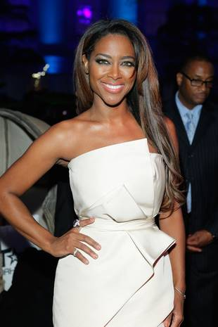 Kenya Moore Gets a Visit From Her Dad and Opens Up About Absentee Mom (VIDEO)