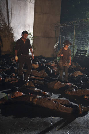 "The Walking Dead Season 4 Spoilers: Second Half Starts ""Bleak,"" Finale to Be ""More Hopeful"""