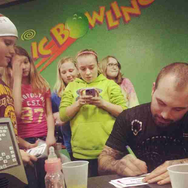 Chelsea Houska's Ex Adam Lind Signs Autographs For a Group of Pre-Teens Fans (PHOTO)