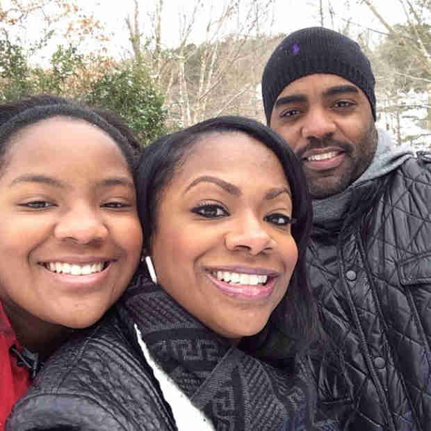 "Kandi Burruss Posts Snowstorm ""Family"" Pic (PHOTO)"