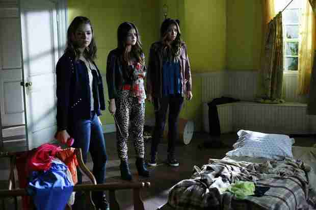 "Pretty Little Liars Season 4, Episode 16: ""A"" Has Ali in ""Close Encounters"" (VIDEO)"