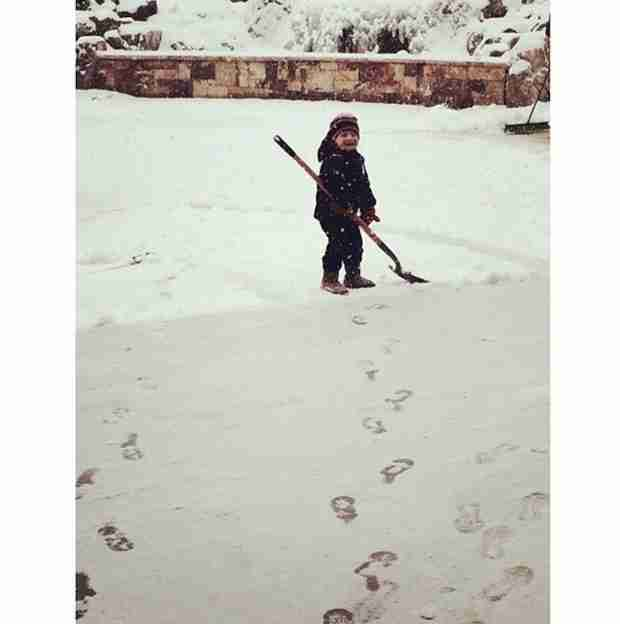Kim Zolciak Enjoys the Snow in Atlanta! (PHOTOS)