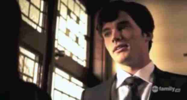 Pretty Little Liars Season 1 Flashback: Why Was Ezra at Alison's Funeral? (VIDEO)