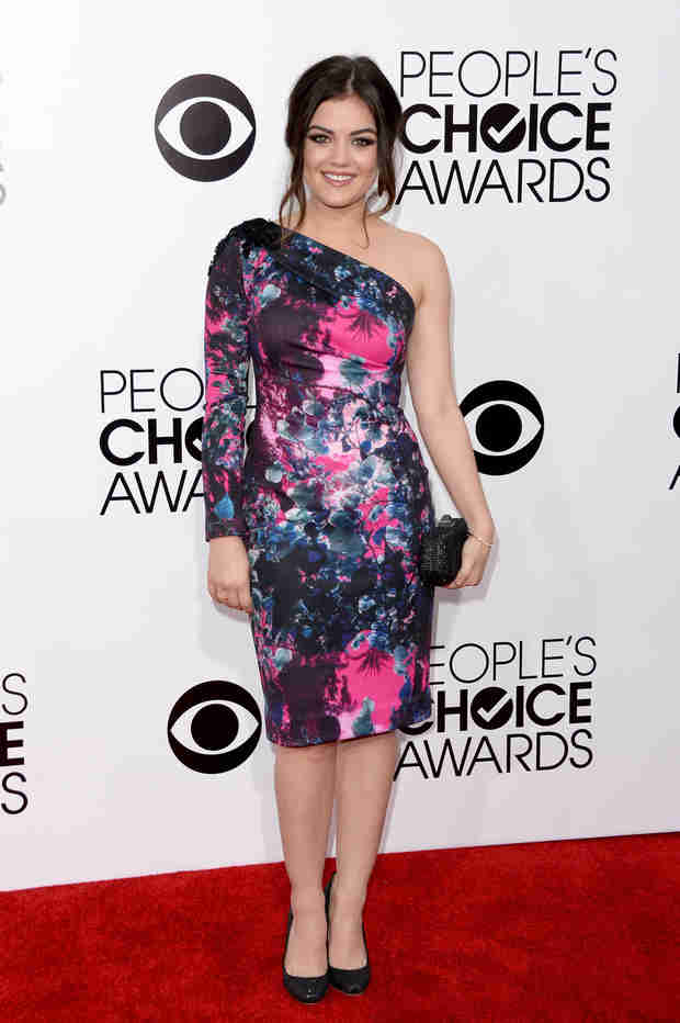 Pretty Little Liars Star Lucy Hale Stuns in Abstract Floral at 2014 People's Choice Awards (PHOTO)