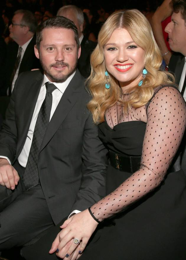 Kelly Clarkson Is Having a Girl — She Tweets the Happy News!