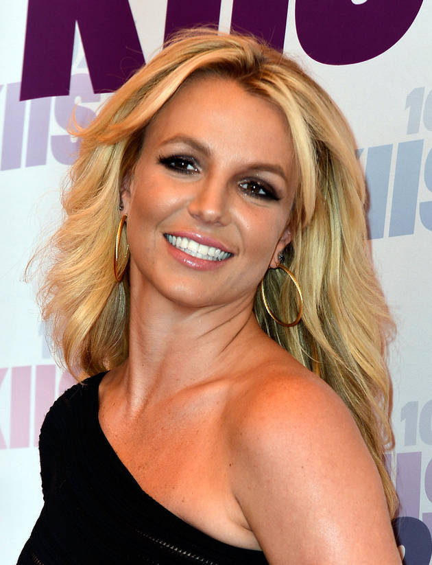 Britney Spears Keeps David Lucado on a Leash in Vegas Show — Quality Bondage! (PHOTO)
