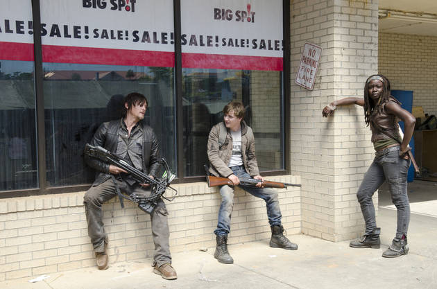 "AMC's First ""Zombie Bowl"" (aka The Walking Dead Marathon) to Air Super Bowl Sunday"
