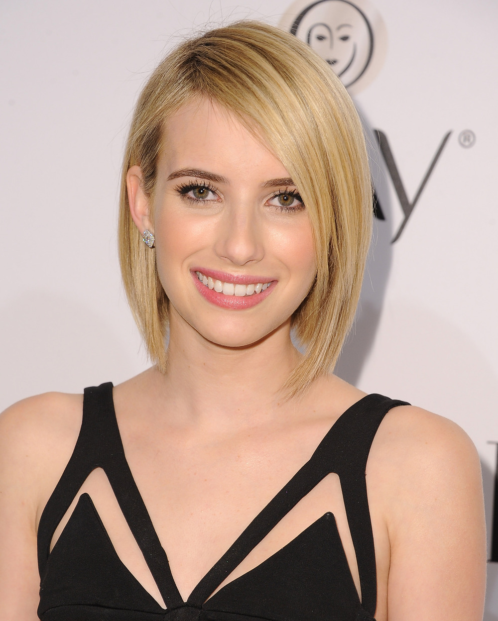 Emma Roberts to Join Sam Worthington in For the Dogs, Replacing Hailee Steinfeld