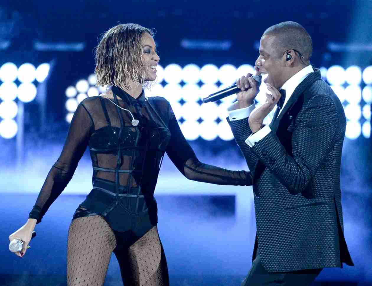"Beyoncé Grinds on Jay Z During Sexy ""Drunk in Love"" Performance at 2014 Grammys (VIDEO)"