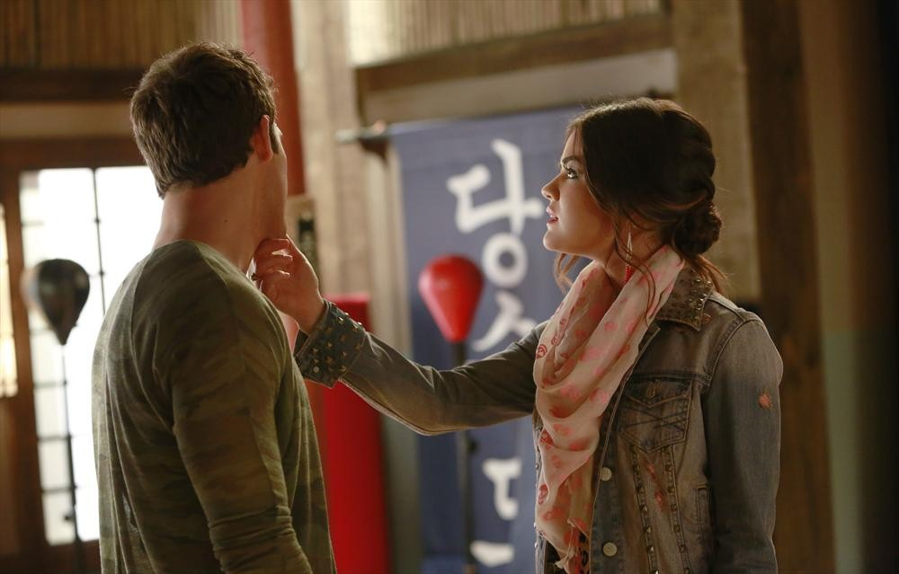 Pretty Little Liars Burning Question: Should Aria Break Up With Jake For Ezra?