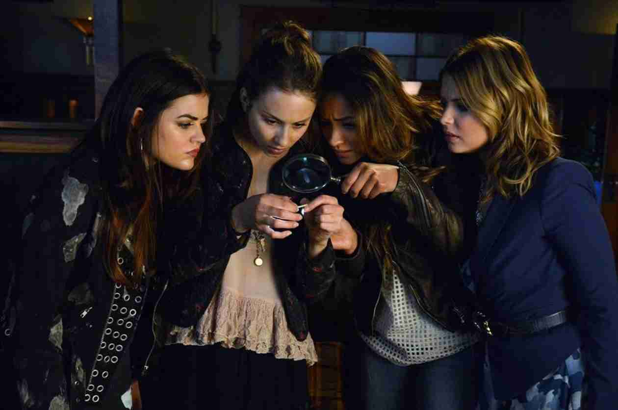 Pretty Little Liars Recap: Season 4, Episode 17 — Ezra Is Board Shorts?