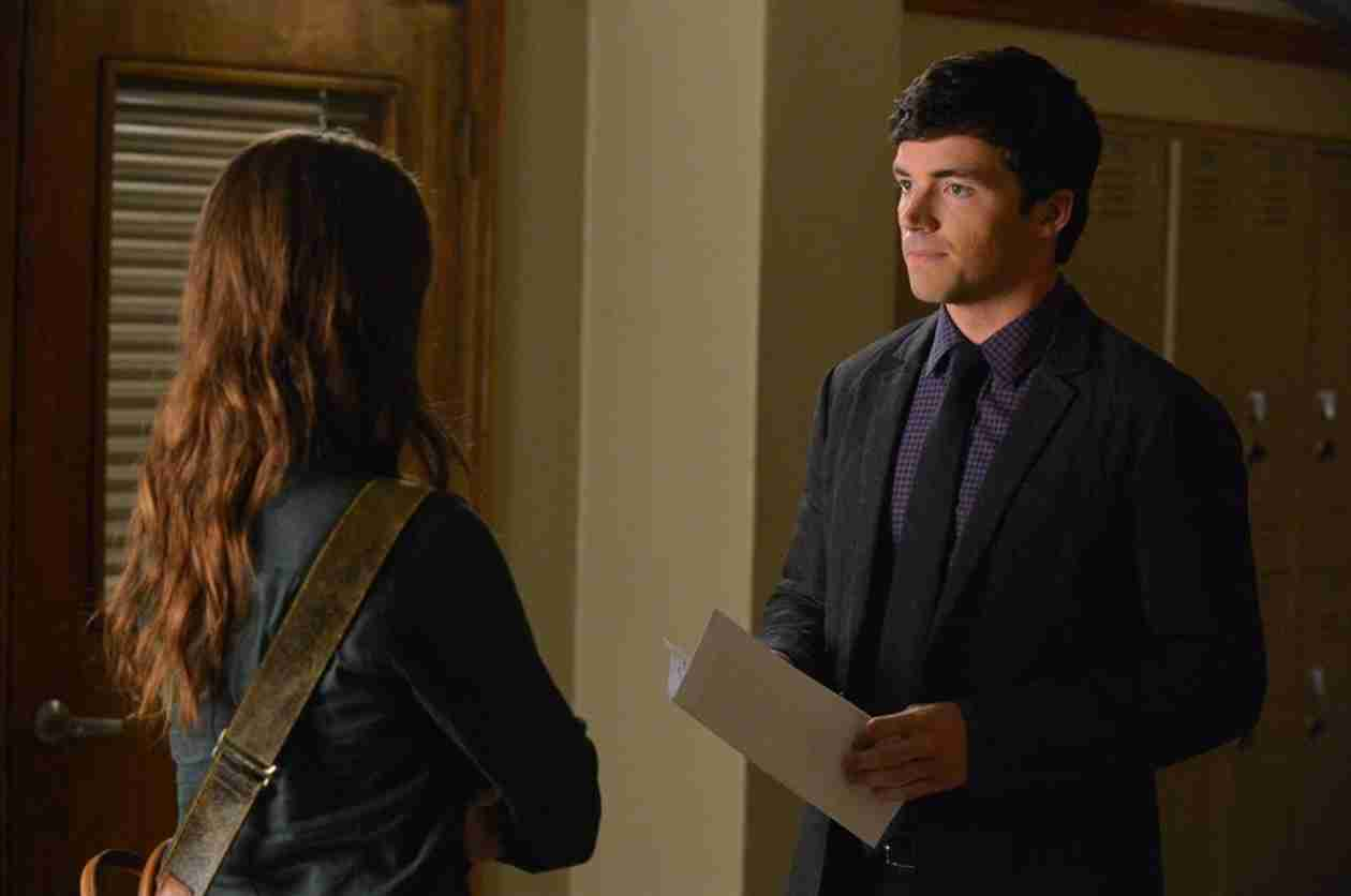 Pretty Little Liars Burning Question: Is Ezra Being Blackmailed?