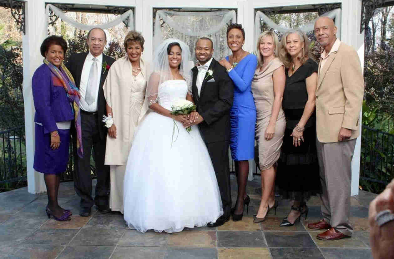 Robin Roberts Shares Photo of Her Girlfriend, Amber — at a Wedding!