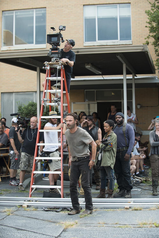 New Trailer for The Walking Dead Season 6 Teases Mid-Season Premiere