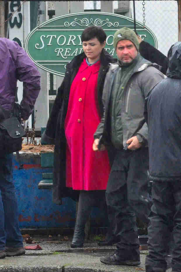 Ginnifer Goodwin Shows Off Baby Bump on OUAT Set (PHOTO)